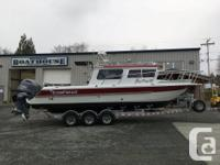BOAT: KINGFISHER 2825 WEEKENDER 2015 CANDY RED WITH