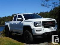 Make GMC Model Sierra 1500 Year 2017 Colour White kms