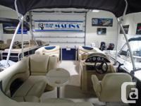 Spacious and luxurious, the Mirage 8520 Cruise pontoon