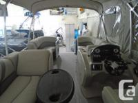 Spacious and luxurious, the Mirage 8520 Cruise pontoon