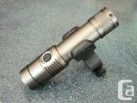 2200LM CREE XM-L T6 LED Zoomable Flashlight with 360°