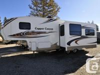Fantastic Pre-owned Copper Canyon 5th Wheel! This