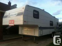 Fully equipped Mallard fifth-wheel Good condition