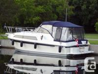 The Carver 3257 Montego is an affordable family cruiser