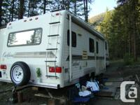 1994 28' Bigfoot Oakland Fifth Wheel Fibrecore wall