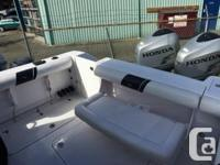 Proline 28 Express! Twin Honda 225 Hours on engines :