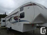 This beautiful 5th Wheel offers the best layout for the