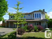 . Superb new cost !! 299,900 Fantastic Comox house