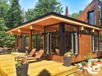 Cabin moderne building automne 2013. Sur le bord du lac