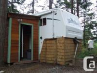 32' 2001 Wilderness 5th wheel. It was the top of the
