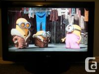 """LG 32"""" High Def LCD TV comes with original remote and"""