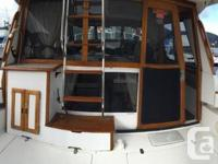 3288 Bayliner Command Bridge! This boat is mint! Very