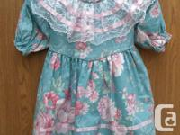 NEW Girls Dress, green floral Dress with lace, very