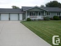 WOW! THIS 3 ROOM, 1.5 BATH ONE FLOORING 4 TIMES OF THE