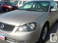 EXTRA CLEAN AND FUEL EFFICIENT ALTIMA ! 4 CYLINDER,