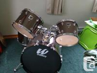 4 piece drum kit for sale, its in good shape and great