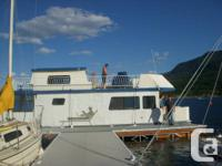 41' Houseboat  Great size for a family or couple.