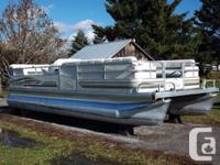 2000 Riviera Cruiser 22 feet cruise model pontoon boat.