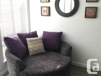 Mint condition Canadian made custom built nest chair by