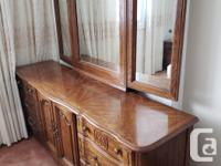 Selling an antique furniture set with 1 wardrobe, 2