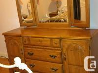 Solid oak bedroom set includes: 2 matching nightstands,