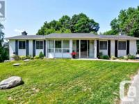 Overview Beautifully Reno'd Bungalow! Step Inside -Fall