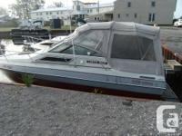 1988 Four Winns Vista 245, boat has a 460 King Cobra