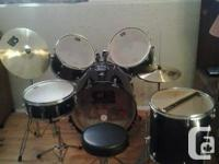 7 set drum set there in good conduction played them not