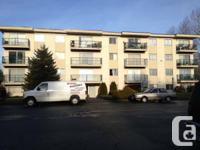 A 2 room apt on 4th floor with porch in quiet safe