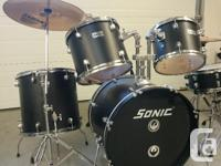Sonic drum kit, 8 piece kit comes also with a stool,