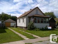 Look No Further! Great Beginner Home. 11/2 Storey On A