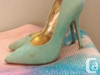 Ladies size 6 shoes, very comfortable and supportive.