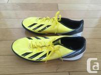 Good shape, barely used soccer shoes. Getting rid of