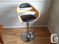 Adjustable height swivel bar stools. Light wood with
