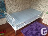 In beautiful condition, twin size bed. It is a perfect