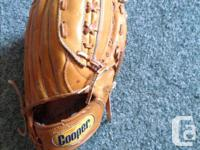 This is a very good condition baseball glove.. ADULT