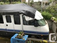 1995 30 foot motor home, very low mileage, 6 new tires,