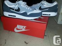 I'm trying to sell a pair of Air Max 1's I just got for