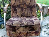 Fit, beautiful style on the wood of the armrests. with