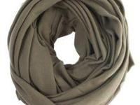 Selling American Appare scarves in excellent