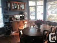 Beautiful Canadiana oak dining set. Gorgeous,