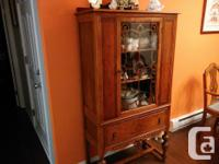 1920's walnut dining furniture, including table with 6