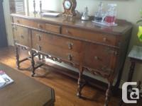 Antique Dining room set from the early 1900's. Comes