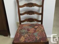 We have for sale a Circa-1930s, Duncan-Phyfe style,