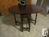 Oval-shaped antique gateleg table - small size seats 4,