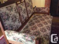 Beautiful Antique Living Room Set *excellent condition