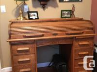Oak roll top desk in very good condition. Desk is from