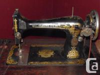Early 1900's Singer Sewing Machine. Cast iron frame,