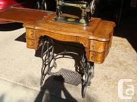 Antique Singer Treadle Sewing Machine (1890) Cabinetry