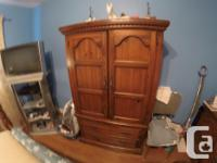 Antique Solid Pine Bedroom Set. In very good shape. 4